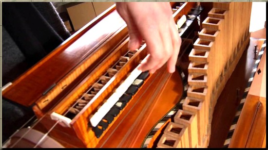 1786 playing a lira